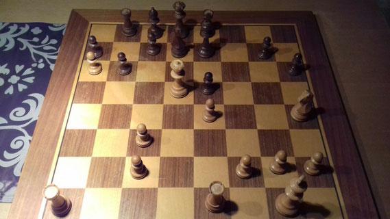 Alexander King - Leonhard Bail, schwarz am Zug. Knifflig! Nach Kf6 ging es jedenfalls bergab :-(