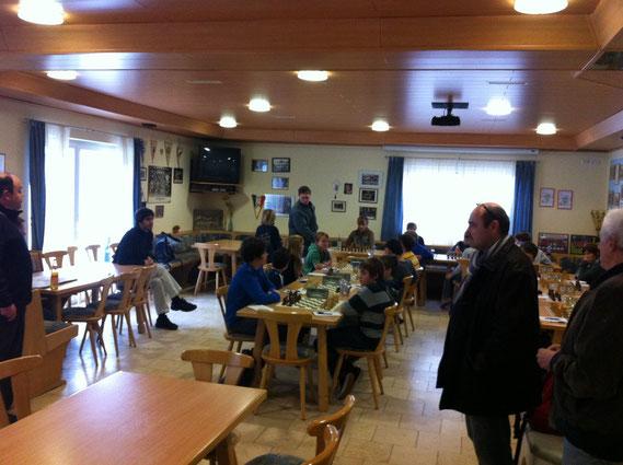 Am Tisch im Vordergrund: Buchloe (links) gegen Göggingen