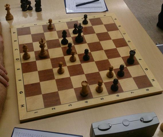 Joachim Kugelmann gewann diese Stellung mit Schwarz an Brett 1 später gegen Andreas Wilhelm