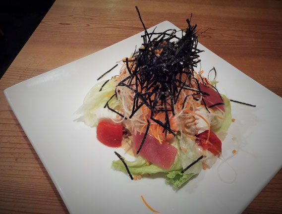 こちらはディナータイムの1品「思風都サラダ」です。美しいです。豪華です。おいしいです。  9月8日、いただきました