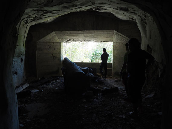 地下要塞の壊されたトーチカは今も太平洋を向いている。
