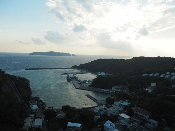 母島の元地集落。人口は400人ほど。