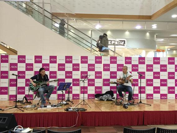 2部で一緒に演奏したギタリストの真田さんとのサウンドチェックの様子♪