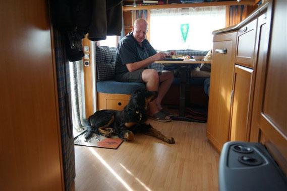 Der Urlaubsfotograf hat auch seine Freude mit dem Hund...