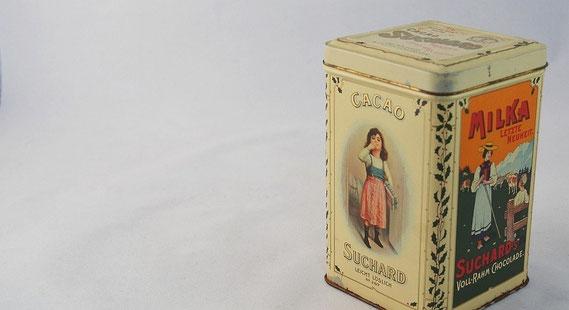 Blechdose mit historischen Motiven von Suchard (Reproduktion, 20. Jahrhundert) / © Sammlung PRISARD