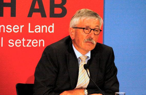 Thilo Sarrazin bei einer Buchpräsentation, August 2010 / © Richard Hebstreit, Berlin (D)