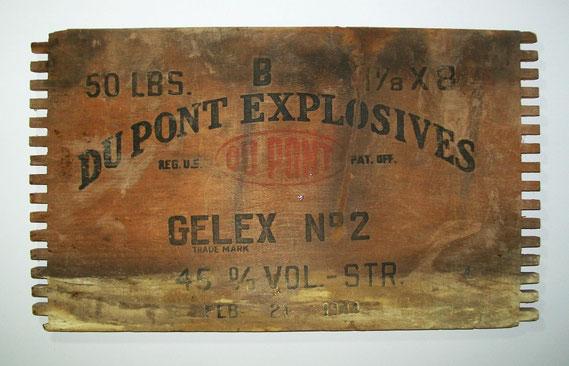 Dynamit-Kistendeckel von DuPont (USA, 1944) / © Sammlung PRISARD