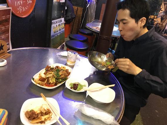 韓国料理屋にて