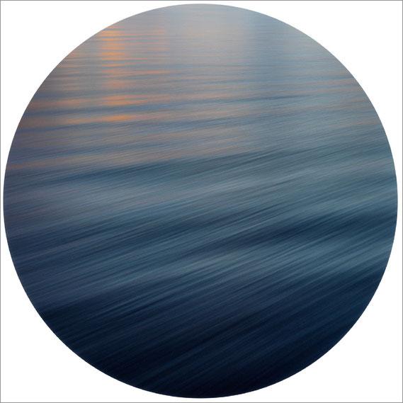 Bild: Interferenz VI, 2014 - Ultrachrome K3 Pigmentdruck - 103,2x 103,2 cm - Auflage 3 Maße variierend + 2 E.A.  Marc Junghans Fotografie
