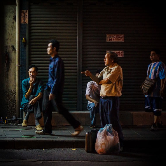 Bild: bangkok, men, 2013, Marc Junghans  Photography
