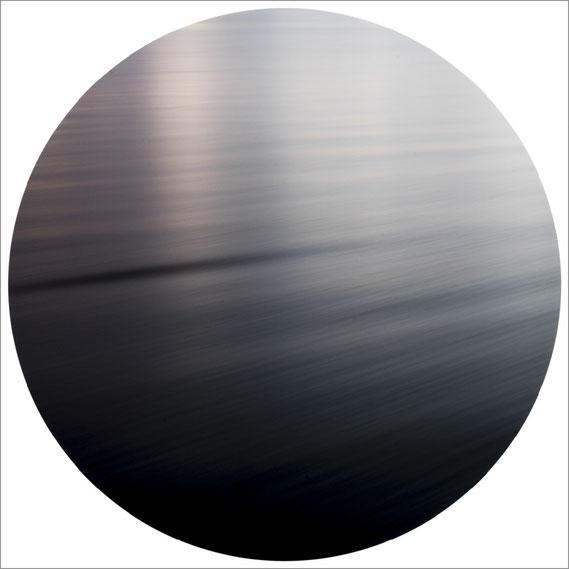 Bild: Interferenz IV, 2014 - Ultrachrome K3 Pigmentdruck - 103,2x 103,2 cm - Auflage 3 Maße variierend + 2 E.A.  Marc Junghans Fotografie