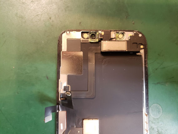 画面を外しイヤースピーカーセンサーを取ったiPhone11pro