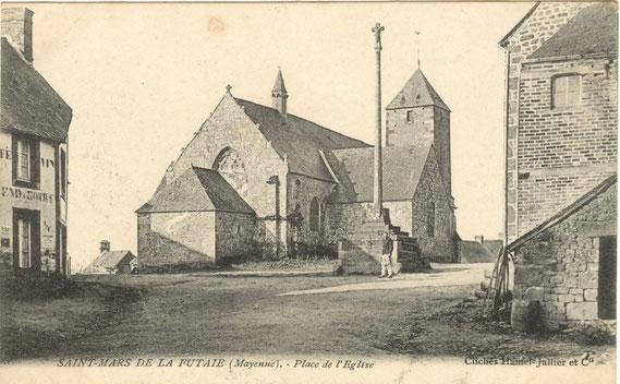 L'église avec le clocheton aujourd'hui disparu vers 1900