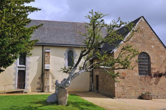 L'Aubépine près de l'Eglise est le seul témoin qui a connu les ermites