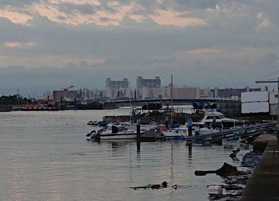 【神戸マリーナの桟橋の半分が流されている 2018/9/5撮影】