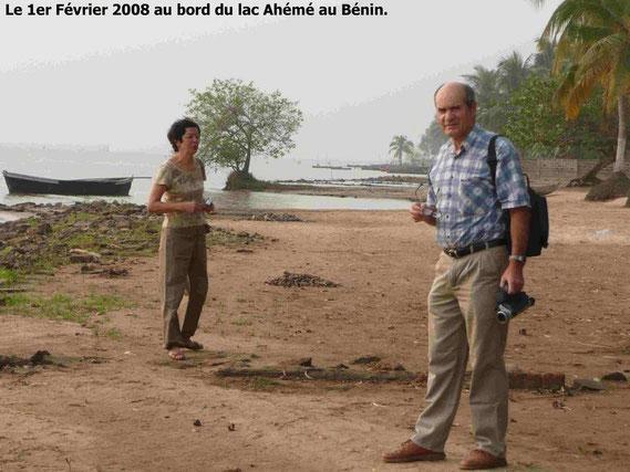 Promenade au bord du lac avant de repartir vers Cotonou. 327 KO.