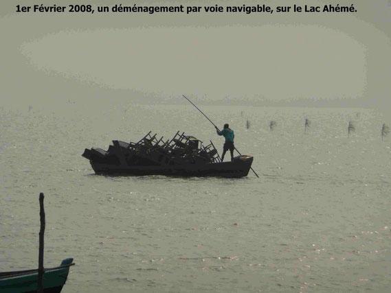 D' une rive à l' autre, plusieurs kilomètres, Il va peut être à Tokpa Domé, en face ! 300 KO.