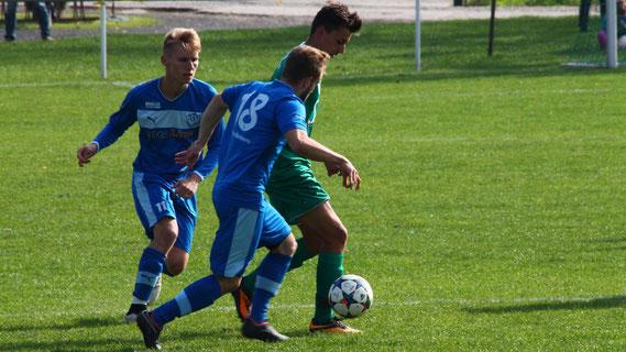 Unsere Jungs wurden am Samstag vom TSV Gera-Westvororte förmlich überrollt. Egal wo ein Grüner in der Nähe des Balles auftauchte, zwei Blaue waren schon da. Am Ende stand es 0:8, was es jetzt schleunigst aufzuarbeiten und dann abzuhaken gilt.