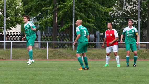 Beim FSV Meuselwitz wurde es für unsere Elf das erwartet knappe Spiel. Die frühe 0:1-Führung durch Manuel Fengler reichte aber, um auch diese drei Punkte einzufahren.