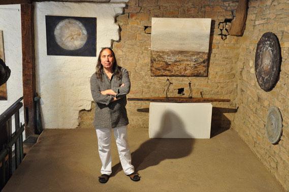 Amador Vallina in der Ausstellung