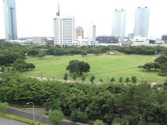駅から少し歩くとある海浜幕張公園。広くて緑豊かで気のいい場所です。