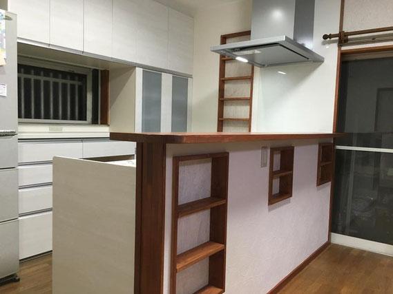 キッチンの壁に埋め込み棚