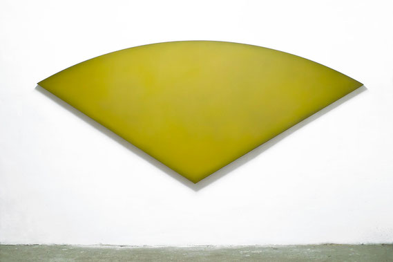 Phantasma 2001  Kunstharz, Steinmehl, Ölfarbe auf Leinwand 105 x 240 cm