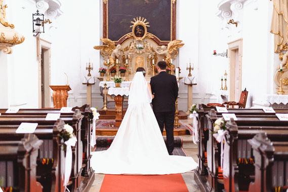 Hochzeit in der Kirche Trauung Hochzeitsfotograf billig