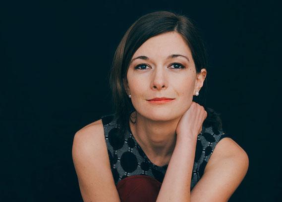 Portrait von Tamara Burk, selbstbewusste und authentische Nina
