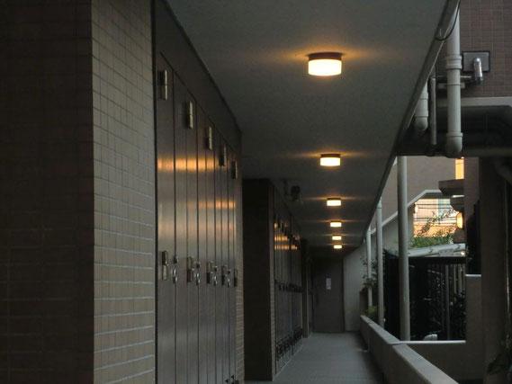 ②各戸の玄関前LEDペンダントライト