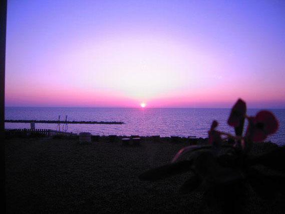 ホテル瀬波観光から見る夕日