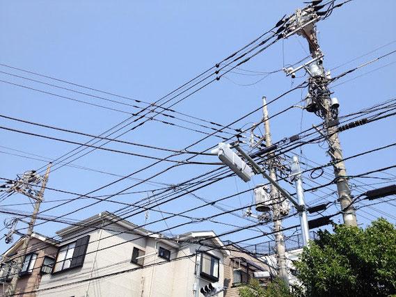 電線だらけの東京