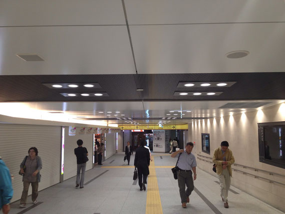 東京駅通路 LEDダウンライト