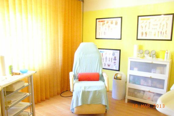 Die meisten Untersuchungen und Behandlungen finden in diesem Raum statt.