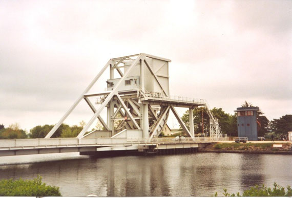 The Pegasus bridge on the channel of Caen is a recent bridge. The old bridge can be seen beside the Pegasus Memorial; its code name was Euton 1, Euton 2 was that of Ranville bridge on the river Orne.