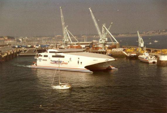 Condor 12 arriving in Saint-Peter Port.