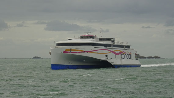 Condor Liberation arriving in Saint-Malo in March 2016.
