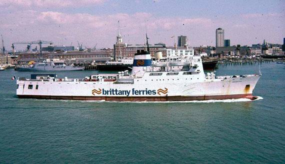 Breizh Izel leaving Portsmouth.