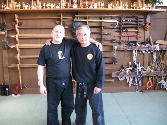 So, 13.03.2011 - Noda (Japan) / Markus Oberndorfer & Noguchi Sensei nach bestandener Prüfung zum 5. Dan