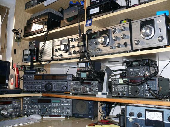 Sopra le linee Valvolari vi sono i controlbox ed il sistema ricezione e trasmissione 1200-2400-10-GHZ