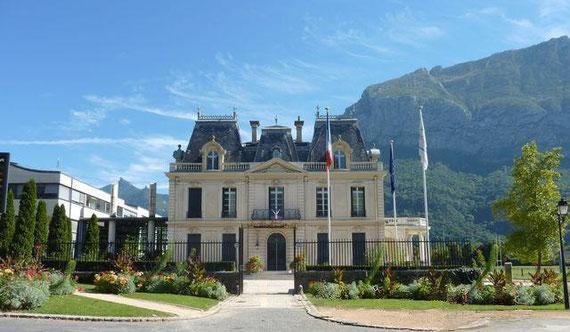 La Mairie de Saint-Egrève, aujourd'hui. (photo retouchée, piquets enlevés).