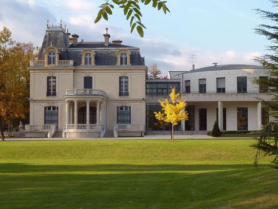 Mairie de Saint-Egrève, vue de profil.