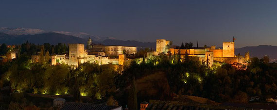 Vista al atardecer de La Alhambra de Granada