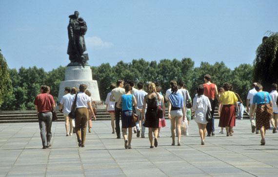 Visite au  Mémorial soviétique du Treptower Park et au cimetière militaire situé dans le parc de Treptow © Michel Aymerich