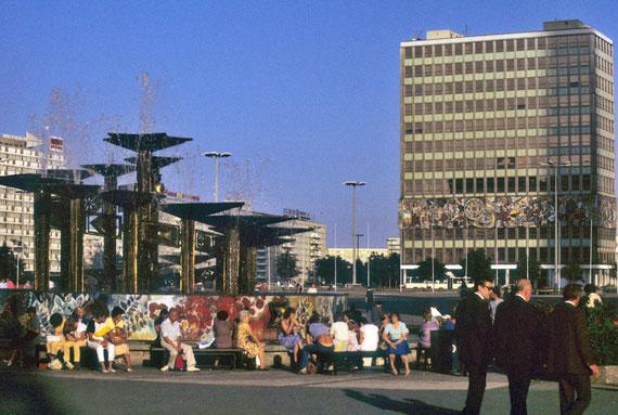 Alexanderplatz à Berlin vers la moitié des années 80 © Michel Aymerich