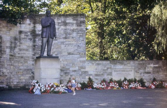 Statue d'Ernst Thälmann, chef du Parti Communiste d'Allemagne assassiné au camp de concentration de Buchenwald le 18 août 1944 © Michel Aymerich