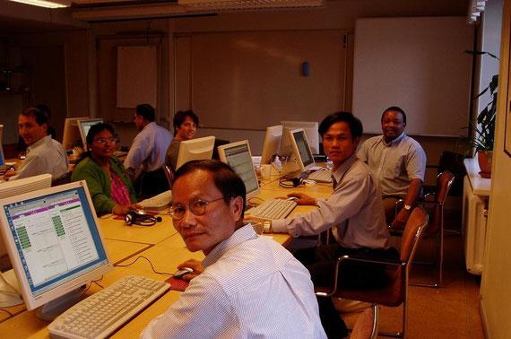 Trong giờ thực tập về IT tại trường Đại học Quốc gia Uppsala, 2004