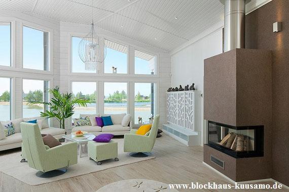 Die Inneneinrichtung eines Blockhauses mit Panoramablick