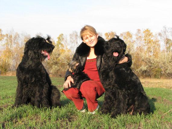 Корона и Ми Леди с нашей заводчицей Олей Копп и маленькой Лизой
