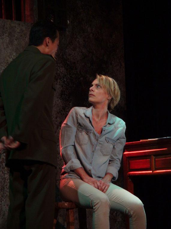 """Véronique PICCIOTTO et Anatole THIBAULT dans """"à nu""""adaptation et mise en scène Marc SAEZ / photo Marc SAEZ"""